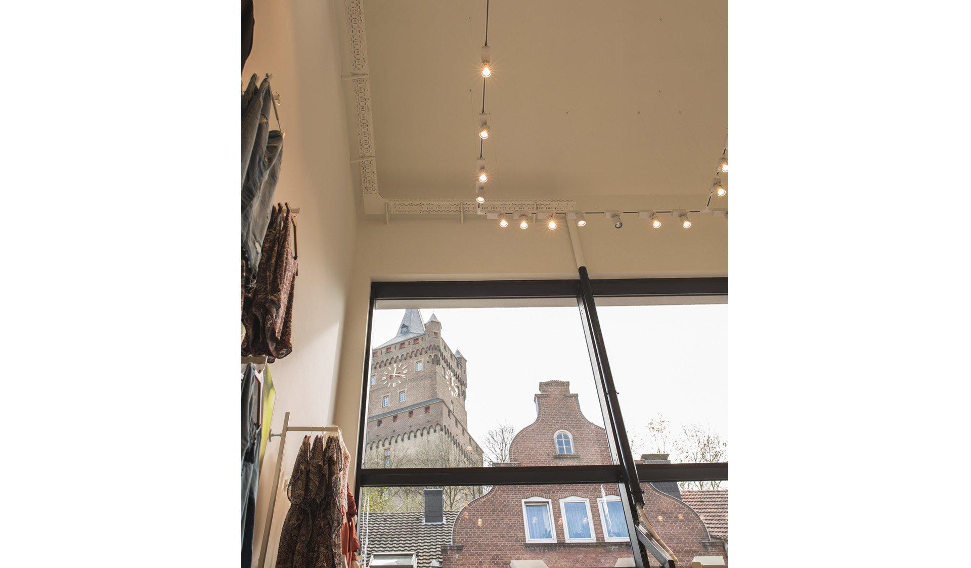 Einzelhandel Geschäft mit Damenmode von Architekt Reppco