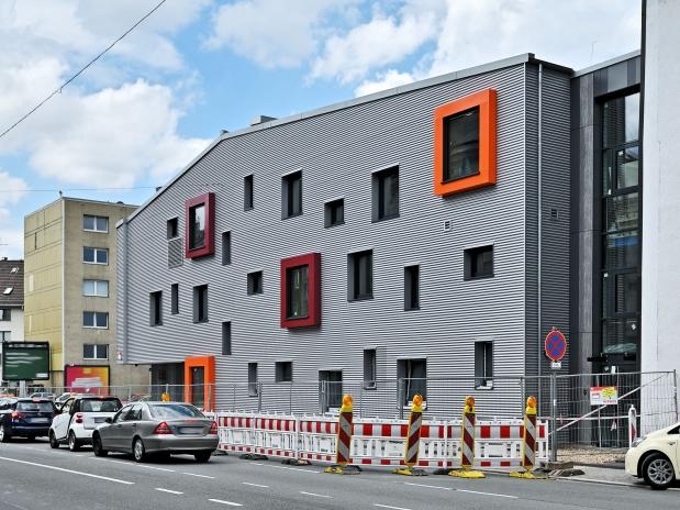 Blick auf das Gebäude von der Heckinghauser Straße. Foto: Frank Buetz